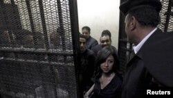 Некои од обвинетите активисти во египетскиот суд