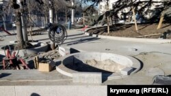 UKRAINE – flowerbed repair on Bolshaya Morskaya street, Sevastopol, 13 March 2020