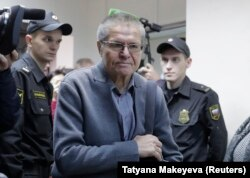 Former Economy Minister Aleksei Ulyukayev enters a courtroom before a hearing in Moscow on November 13.
