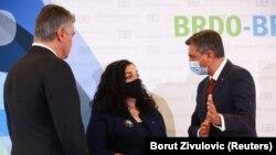 Predsednica Kosova Vjosa Osmani sa domaćinima samita, predsednikom Hrvatske Zoranom Milanovićem i predsednikom Slovenije Borutom Pahorom
