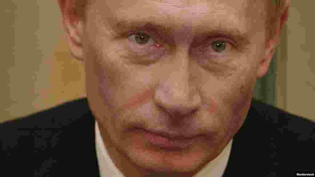 """Владимир Путин во время визита в Болгарию. Январь 2008 года. В мае того же года по предложению Путина главой государства был избран бывший премьер Дмитрий Медведев. Сам Владимир Путин после двух президентских сроков подряд занял пост главы правительства, """"поменявшись местами"""" с Медведевым. Как выяснилось, только на четыре года."""