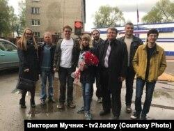 Гражданские активисты встречают Ксению Фадееву после освобождения
