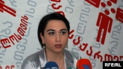 Генеральный секретарь движения «За единую Грузию» Эка Беселия также учавствует в общественной кампании