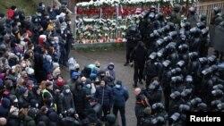 Протестующие и сотрудники силовых структур в Минске 15 ноября