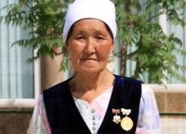 Мақсат пен Қайраттың анасы - Оңайгүл Досмағамбетова. Ақтау, 10 мамыр 2012 жыл.