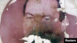 Портрет бывшего президента Египта Хосни Мубарака на обочине одного из каирских шоссе
