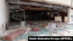 Руинираниот хотел Европа во Отешево на Преспанското Езеро.