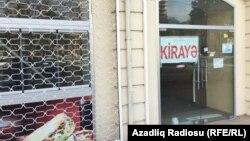 Ադրբեջան - Մանաթի կտրուկ արժեզրկման հետևանքով փակված խանութներից մեկը Բաքվում, 22-ը դեկտեմբերի, 2015թ․