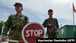 Кыргыз-тажик чек арасы. Баткен. Максат айылы. Май, 2021-жыл.