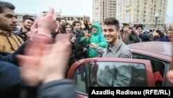 Мегман Гюсейнов після засідання суду, Баку, 10 січня 2017 року