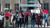 دانشجویان در بنرهایی خواستار آزادی دانشجویان زندانی هم شدند