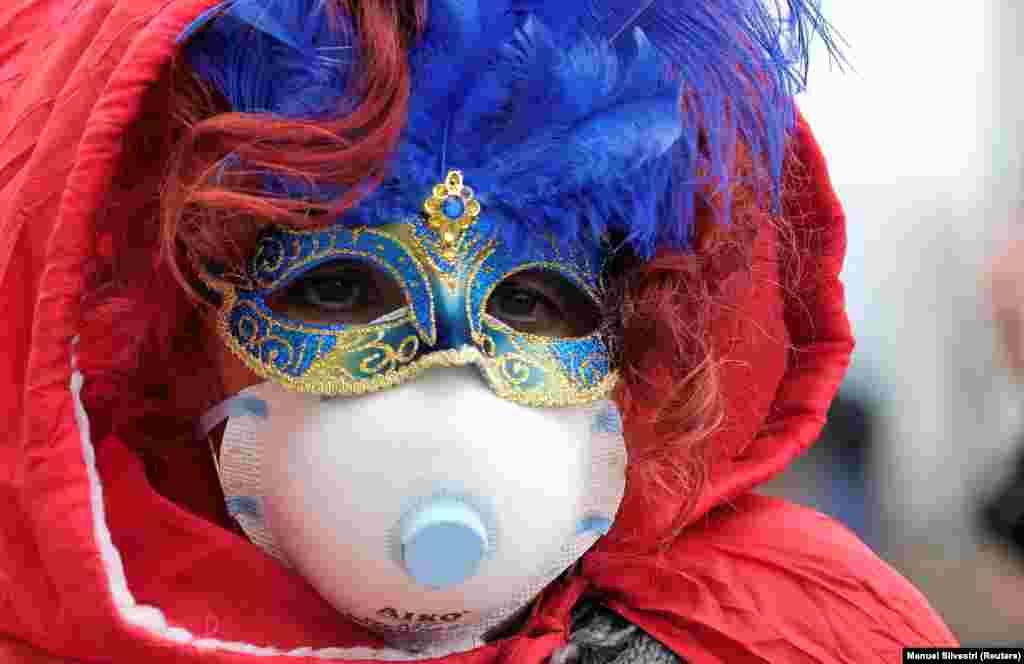 Из-за коронавируса в Венеции отменили два последних дня карнавала. Также отменили проведение нескольких футбольных матчей