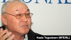 """Шарип Куракбаев, редактор газеты """"Правда Казахстана""""."""