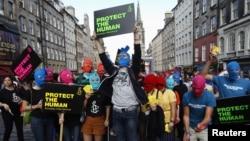 Флэш-моб в поддержку панк-группы Pussy Riot в Эдинбурге