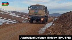 Калбажар районундагы азербайжандык аскердик автоунаа, 25-ноябрь, 2020-жыл. Булак: Азербайжандын Коргоо министрлиги.