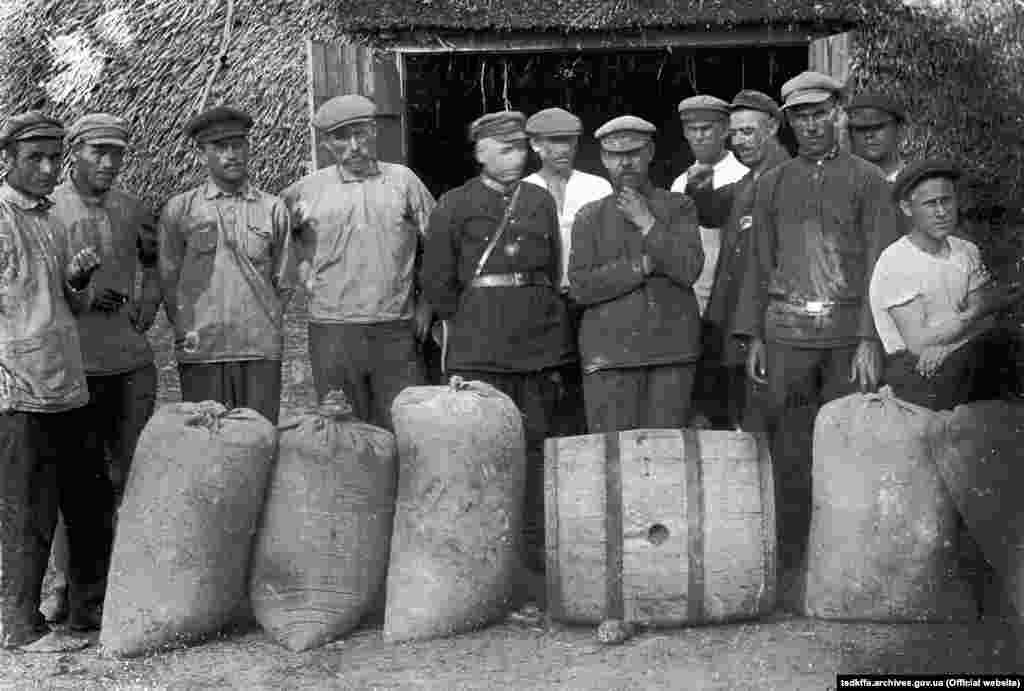 Здача зерна за продподатком, село Удачне Гришинського району Донецької області, 1922 рік