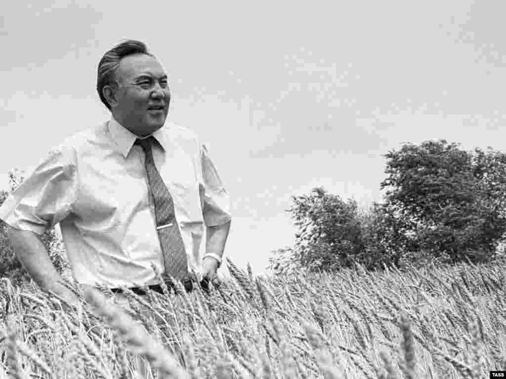 Nazarbaev visits a farmer's fields in 1992. - Despite Nazarbaev's autocratic hold on the presidency, he has remained popular with Kazakhs, many of whom credit him with the country's prosperity, stability, and rising living standards.