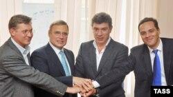 Лидеры новой оппозиционной коалиции на пресс-конференции 16 сентября 2010 года (Владимир Рыжков, Михаил Касьянов, Борис Немцов и Владимир Милов)