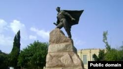 Mehdi Hüseynzadənin Bakıdakı heykəlinazirli