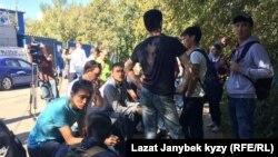 Өрттөн каза тапкан мигранттардын жакындары