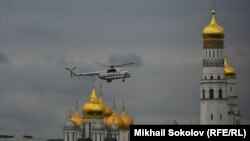 Russia -- Helicopter with Russian President Vladimir Putin lending in Kremlin
