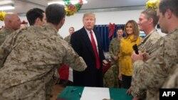 Prezident Donald Trump və birinci ledi Melania Trump İraqdakı ABŞ hərbçilərinə baş çəkiblər
