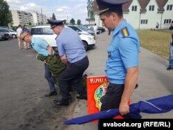 Усе плякаты Пушкіна міліцыя канфіскавала