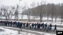 Refugjatë në kufirin Slloveni-Austri.