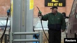 Утрински: Владата не попушти, бензинот останува скап.