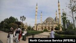 """""""Чеченстандын жүрөгү"""" деп аталган мечит. Грозный шаары."""
