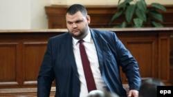Делян Пеевски през 2013 г. в Народното събрание. Депутатът рядко посещава парламента и не се показва на публични събития.