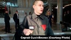 Зьміцер Паліенка прыйшоў у Вярхоўны суд утурэмнай робе зчырвонай налепкай інадпісам набірцы «Свабоду Емяльянаву»