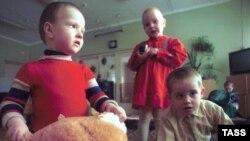 О том, сколько усыновленных детей погибает в российских семьях, статистика молчит
