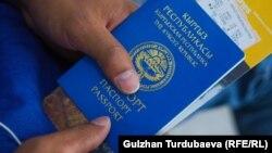 Общегражданский паспорт гражданина Кыргызстана. Иллюстративное фото.