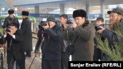 Оштук журналисттер иш үстүндө, Журналисттер аллеясынын ачылыш аземи, 8-январь, 2013-жыл