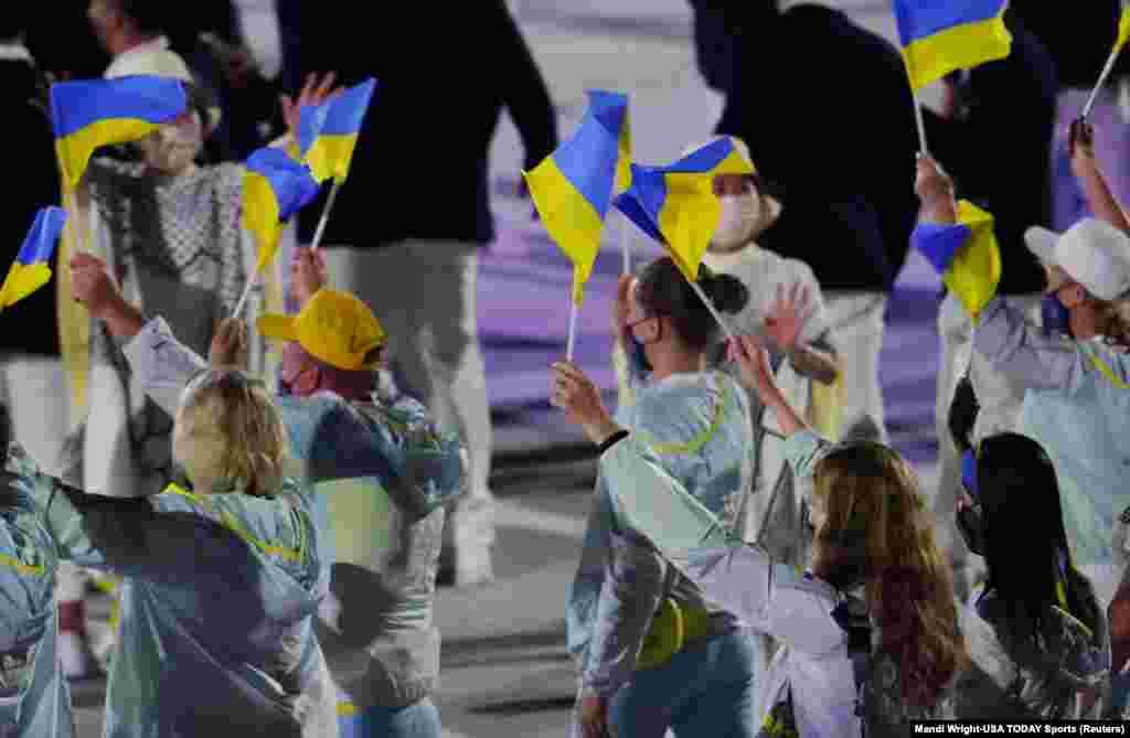 Торжественный выход украинской олимпийской сборной. По словам вице-президента Национального олимпийского комитета Украины Николая Томенко, по оптимистичному прогнозу, Украина рассчитывает на четыре золотые медали и 13-15 наград в целом