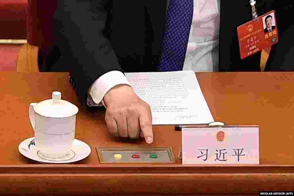 Chinese President Xi Jinping votes on a proposal to draft a security law on Hong Kong during the closing session of the National People's Congress at the Great Hall of the People in Beijing on May 28, 2020. China's rubber-stamp parliament endorsed plans May 28 to impose a national security law on Hong Kong that critics say will destroy the city's autonomy. (NICOLAS ASFOURI / AFP)
