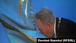 Нурсултан Назарбаев на церемонии инаугурации. Астана, 8 апреля 2011 года.