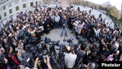 Armenia - Opposition leader Raffi Hovannisian holds a news conference in Liberty Square, 13Mar2013.