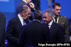 Сергей Лавров (слева) и Сергей Шойгу сохранили свои посты в новом правительстве