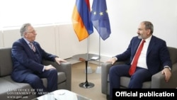 Встреча премьер-министра Армении Никола Пашиняна (справа) с председателем Венецианской комиссии Совета Европы Джанни Букиккио, Страсбург, 11 апреля 2019 г.