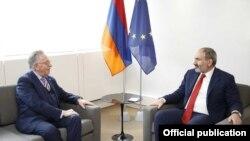 France -- Venice Commission President Gianni Buquicchio (L) meets with Armenian Prime Minister Nikol Pashinin, Strasbourg, April 11, 2019.