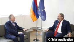 France -- Prime Minister NIkol Pashinin meets with Venice Commission President Gianni Buquicchio, Strasbourg, April 11, 2019