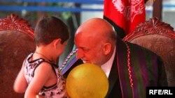 Претседателот Хамид Карзаи
