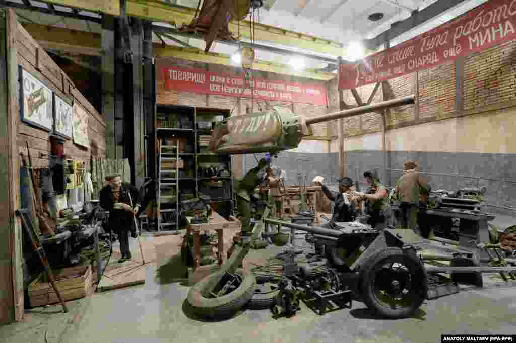 The re-creation of a wartime workshop. The exhibition features more than 70 life-size characters in scenes that move chronologically through the Soviet Union's war with Nazi Germany.