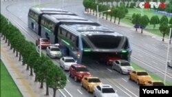 Кытайда көргөзмөдө көрсөтүлгөн туннель-автобус (CCTV+ каналынын видеосунан алынды)
