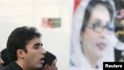 Билавал Бхутто Зардари выступает с речью во время церемонии в память о его матери Беназир Бхутто. Пакистан, 27 декабря 2012 года.