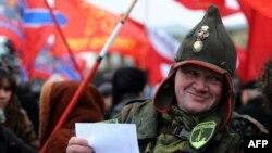 La o manifestaţie din Sankt Petersburg în sprijinul regiunilor separatiste din estul Ucrainei, 2 noiembrie 2014