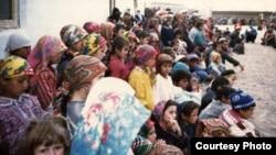 Мирные жители в годы гражданской войны в Таджикистане.