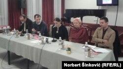 Učesnici promocije knjige u Novom Sadu (sleva nadesno): Dinko Gruhonjić, Miloš Teodorović, Aleksandra Đurić Bosnić, Janja Beč Nojman, Milivoj Bešlin